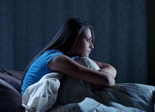 nainen heräsi keskellä yötä eikä saa enää unta