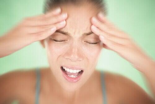 Migreenistä kärsivä saattaa kokea auran.