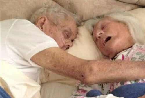 Tosirakkaus: 75 vuotta naimisissa ollut pariskunta kuoli samaan aikaan