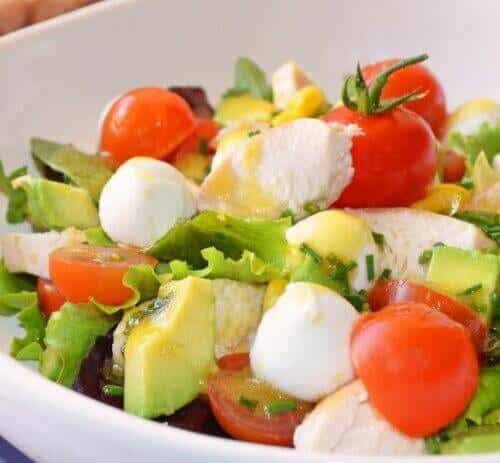Ehkäise turvotus ja poista myrkyt tällä salaatilla
