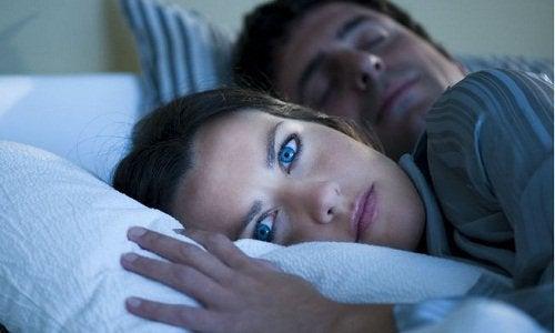 Ehkäise ikääntymisen merkit nukkumalla tarpeeksi