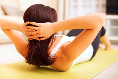 Liikunta menopaussin oireiden lieventämiseksi