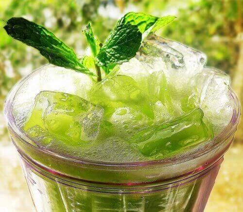 kotikonstit psoriasiksen hoitoon: puhdistavat juomat