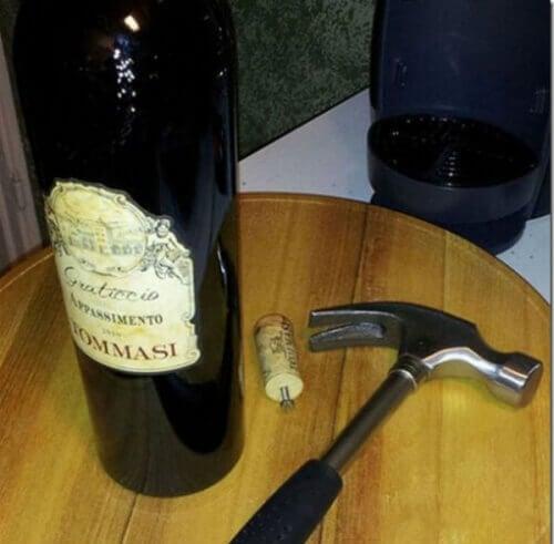 Arkipäiväiset niksit ja viinipullon avaaminen