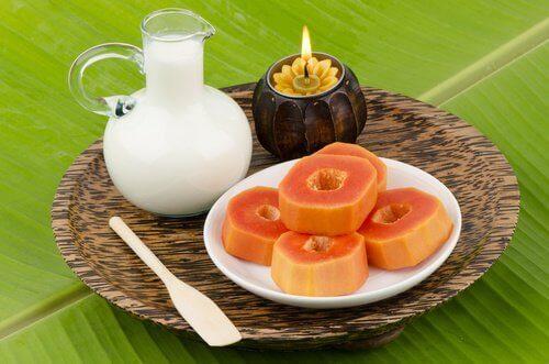 Akne pois papaijan avulla