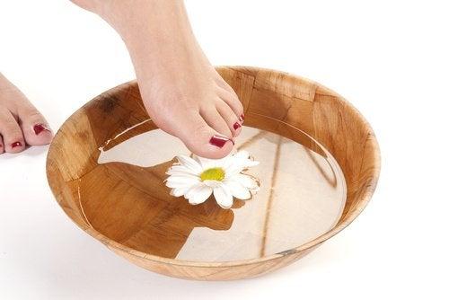eroon jalkakivusta kylvyn avulla