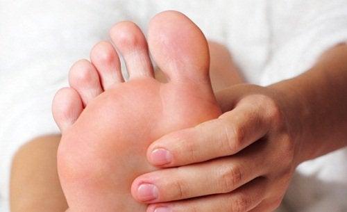 Väsyneet jalat - helpotusta ja hoitoa luonnollisesti