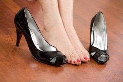 Eroon jalkakivusta
