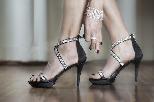 eroon jalkakivusta älä käytä korkokenkiä