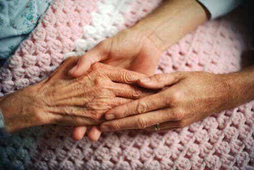 5 asiaa, joita ihmiset katuvat kuolinvuoteellaan