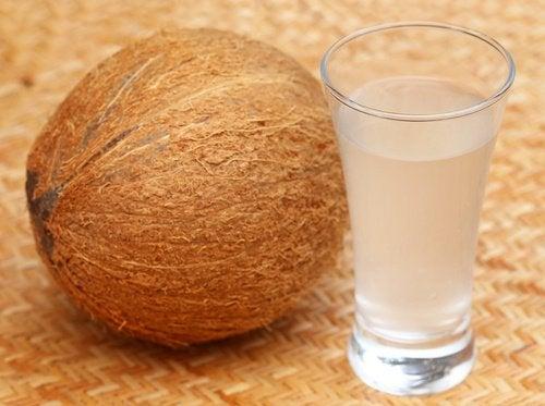 10 kookosveden terveyshyötyä