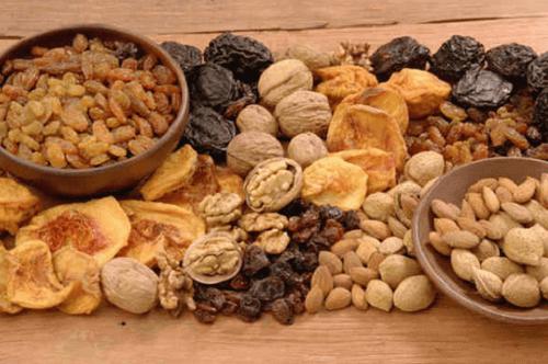 Rautaa pähkinöistä ja kuivatuista hedelmistä