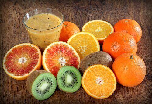 Sitrushedelmien sisältämä C- vitamiini vahvistaa verisuonten seinämiä.