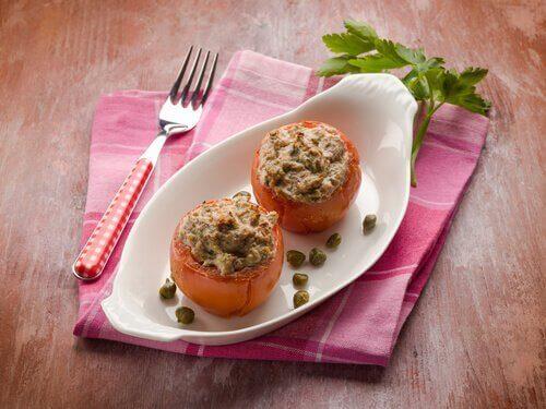 Täytetyt kasvikset - tomaatti