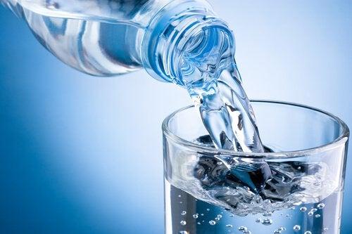juo tarpeeksi vettä