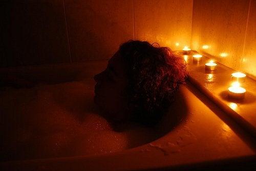 Levottomuus hälvenee kylvyssä