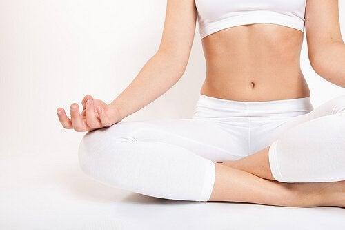 Luukipu helpottuu erilaisin rentoutusmenetelmin, esim. joogan avulla.