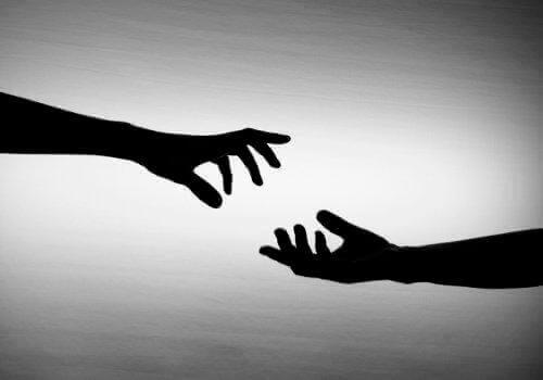Kädet kohtaa toisensa