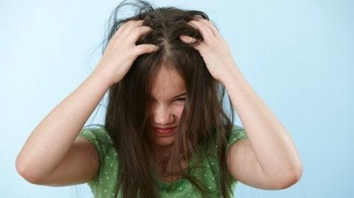 Lasten hiukset takkuuntuvat