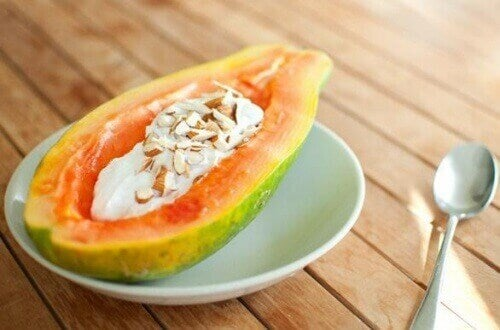 syö tulehtuneisuutta poistavaa papaijaa