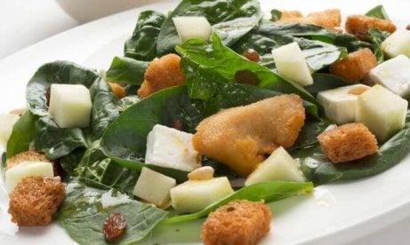 pinaattisalaatti on rautaista ruokaa