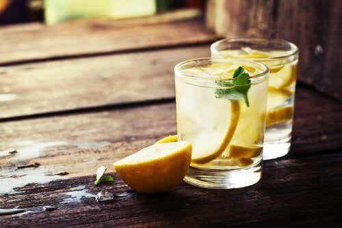Sitruunamehua ja lämmintä vettä - hyöty ja vaikutukset