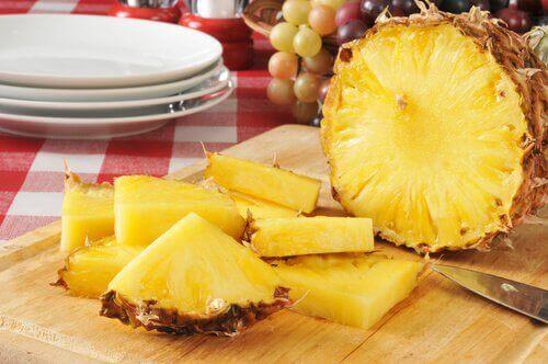 Poista tulehtuneisuus ananaksen avulla