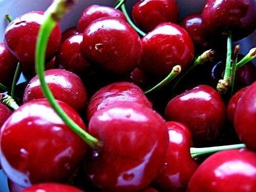 Poista tulehtuneisuus kirsikoiden avulla