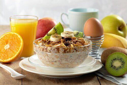 syö terveellistä aamupalaa pudottaaksesi painoa