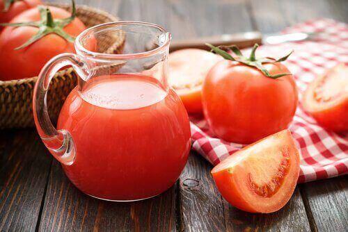 syöpää ehkäisevät mehut, tomaattimehu