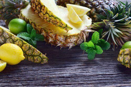 polta vatsarasvaa ananaksella
