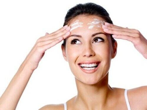 ihon hoito ehkäisee ryppyjä
