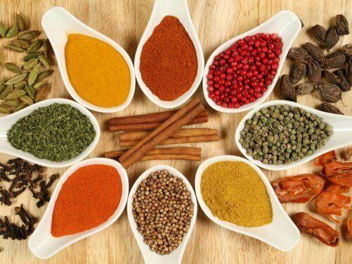 mausteet aiheuttavat turvotusta