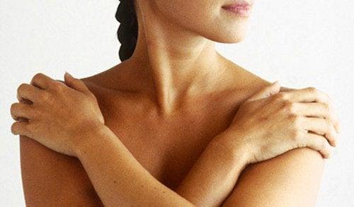 Niskajumia voi helpottaa hieronnan avulla.