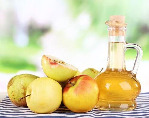 Kynsisienen hoito omenaviinietikan avulla.