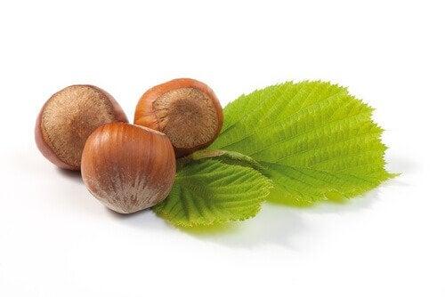 Valmista uute pähkinäpuun lehdistä.