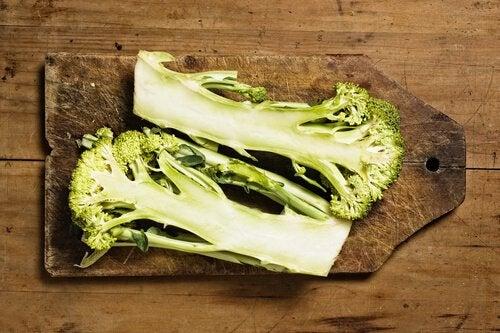 parsakaalia leikkuulaudalla