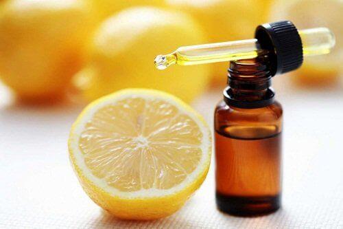 eteeriset öljyt suonikohjujen hoitoon: sitruuna