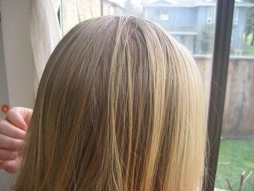 vaalenna hiuksiisi raitoja luonnollisesti