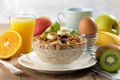 Aamupalaa ei tule jättää syömättä.