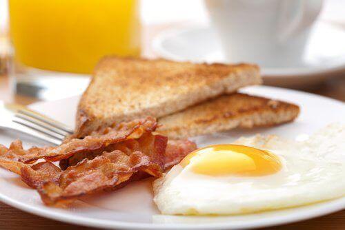 Mitä tuoreempi kananmuna, sen parempi.