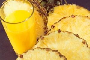 eroon mustapäistä ananaksella