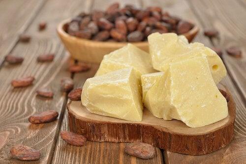 Kaakaovoi lievittää ihon kuivuutta tehokkaasti.