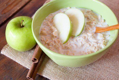 Jos kärsit valtimonkovettumataudista raajoissa, lisää ruokavalioosi kauraa ja omenaa.