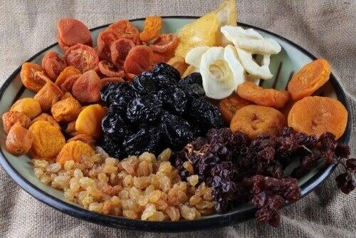 Kuivatut hedelmät vahvistavat luita ja ehkäisevät väsymystä