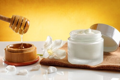 kiinteytä kaulan iho kuorintavoiteella