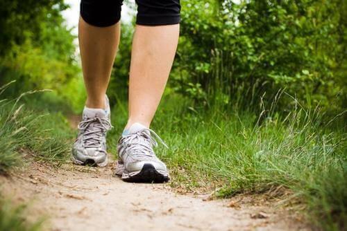 Valtiomonkovettumatauti raajoissa - helpota oireita liikunnan avulla.