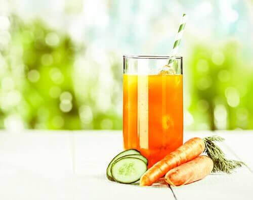 Eroon munuaiskivistä porkkanamehun avulla
