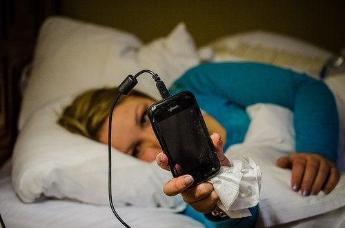 Puhelin ei kuulu hyvään unihygieniaan.