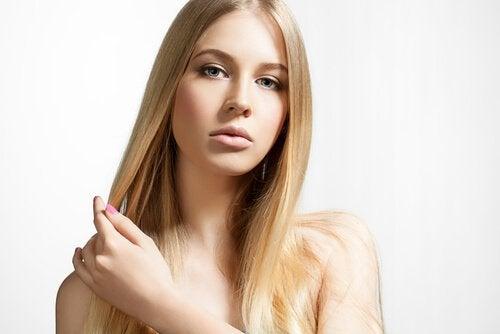 voit käyttää omenaviinietikkaa hiustesi hoitoon